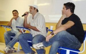 Ramon Kenny entrevistando Lucas Escócio e seu amigo cineasta.